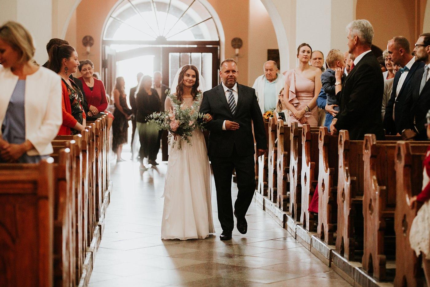 Julia & Piotr - kameralne wesele na Ranczo w Dolinie 31