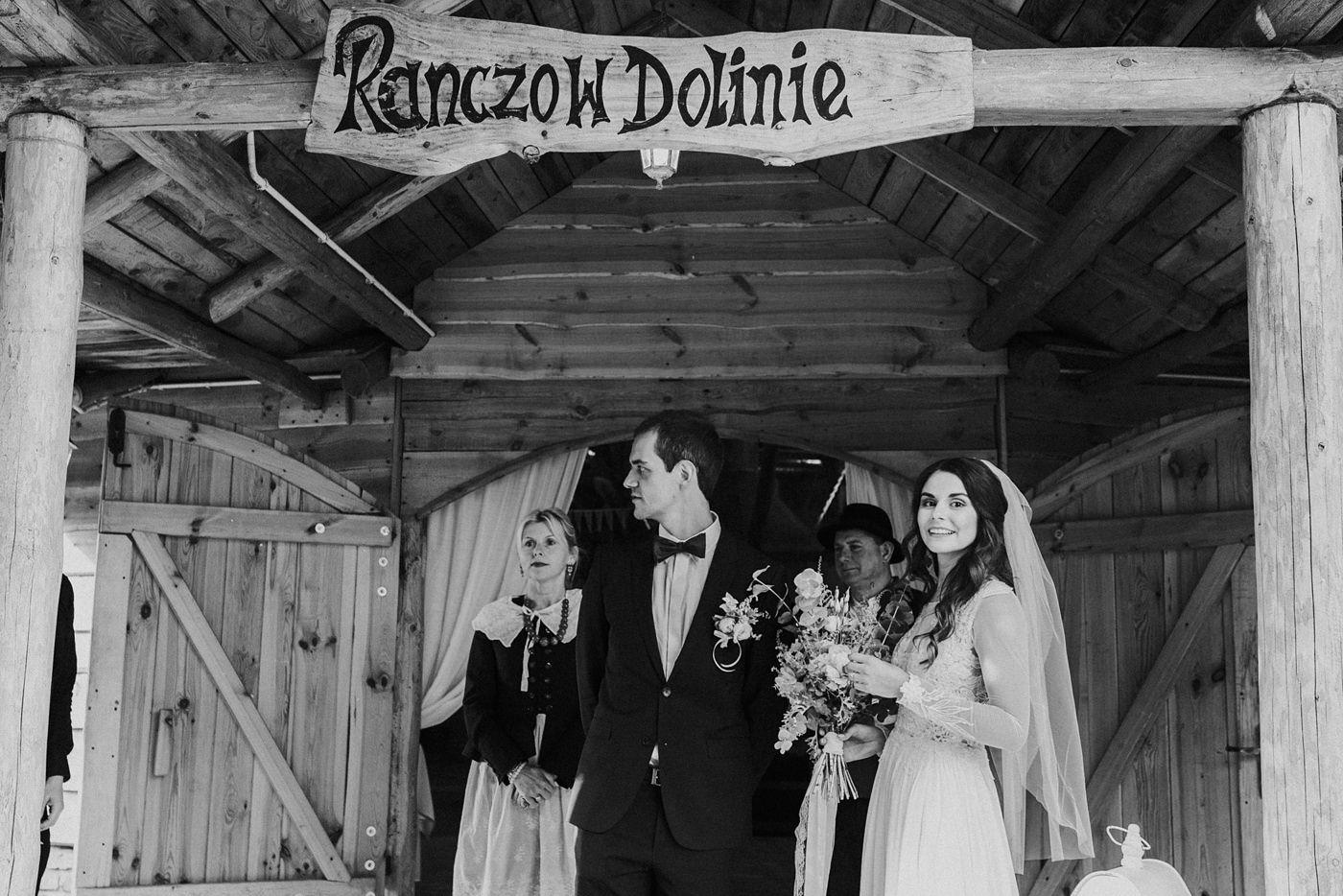 Julia & Piotr - kameralne wesele na Ranczo w Dolinie 63