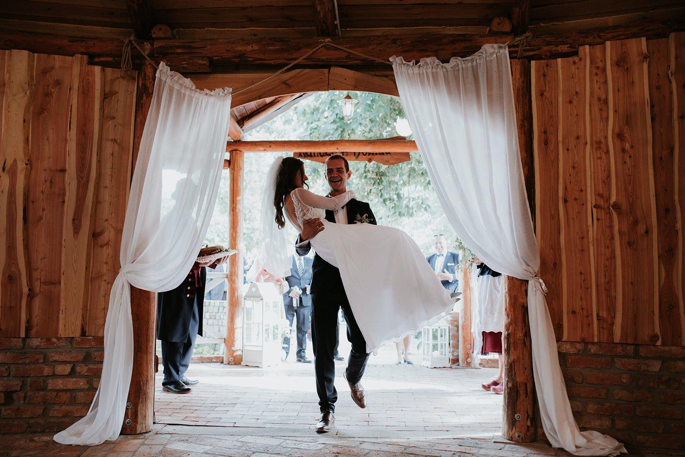 Julia & Piotr - kameralne wesele na Ranczo w Dolinie 67