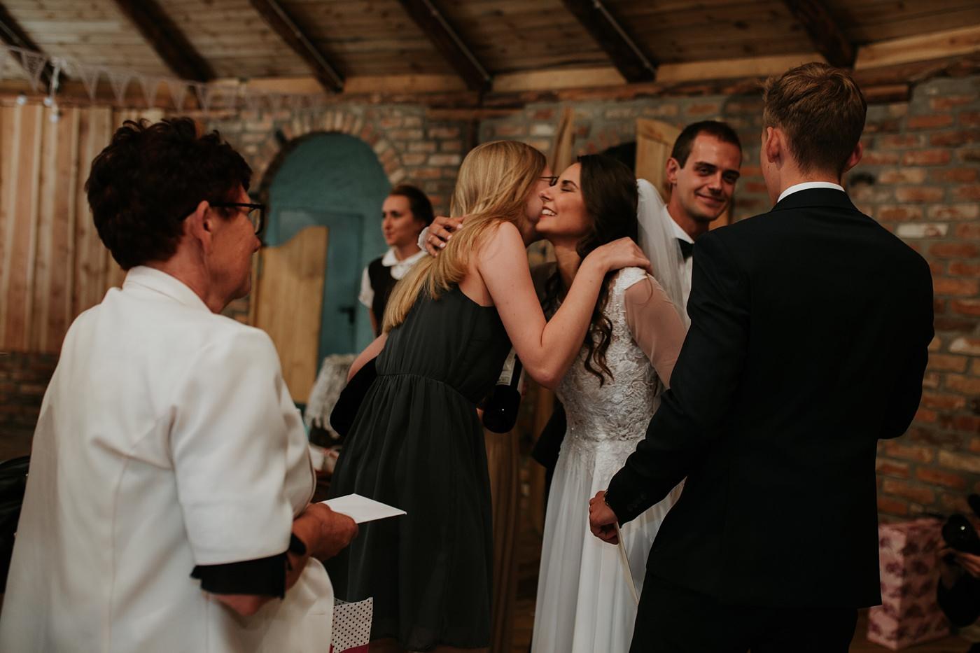 Julia & Piotr - kameralne wesele na Ranczo w Dolinie 70