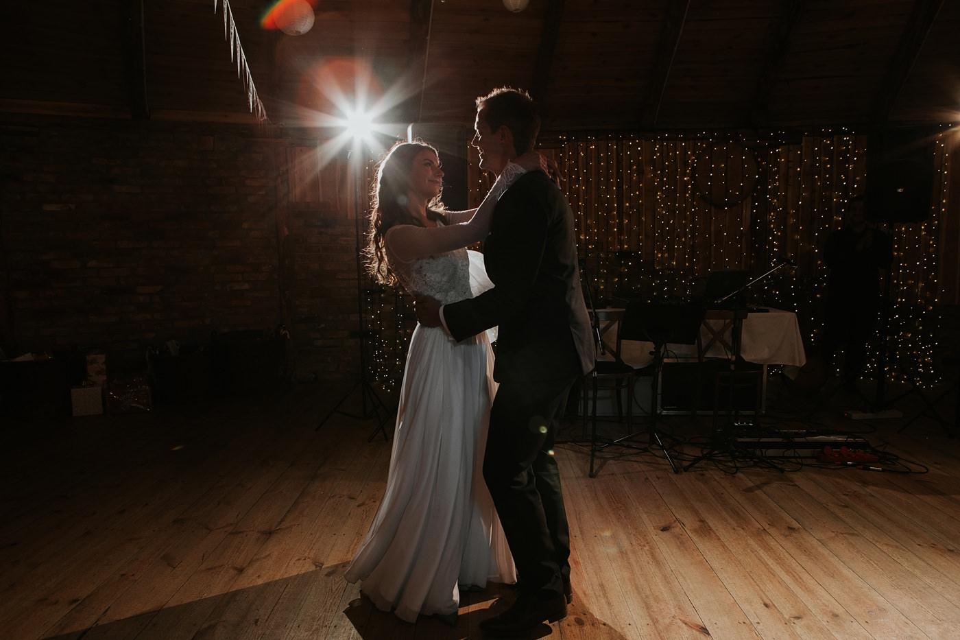 Julia & Piotr - kameralne wesele na Ranczo w Dolinie 83
