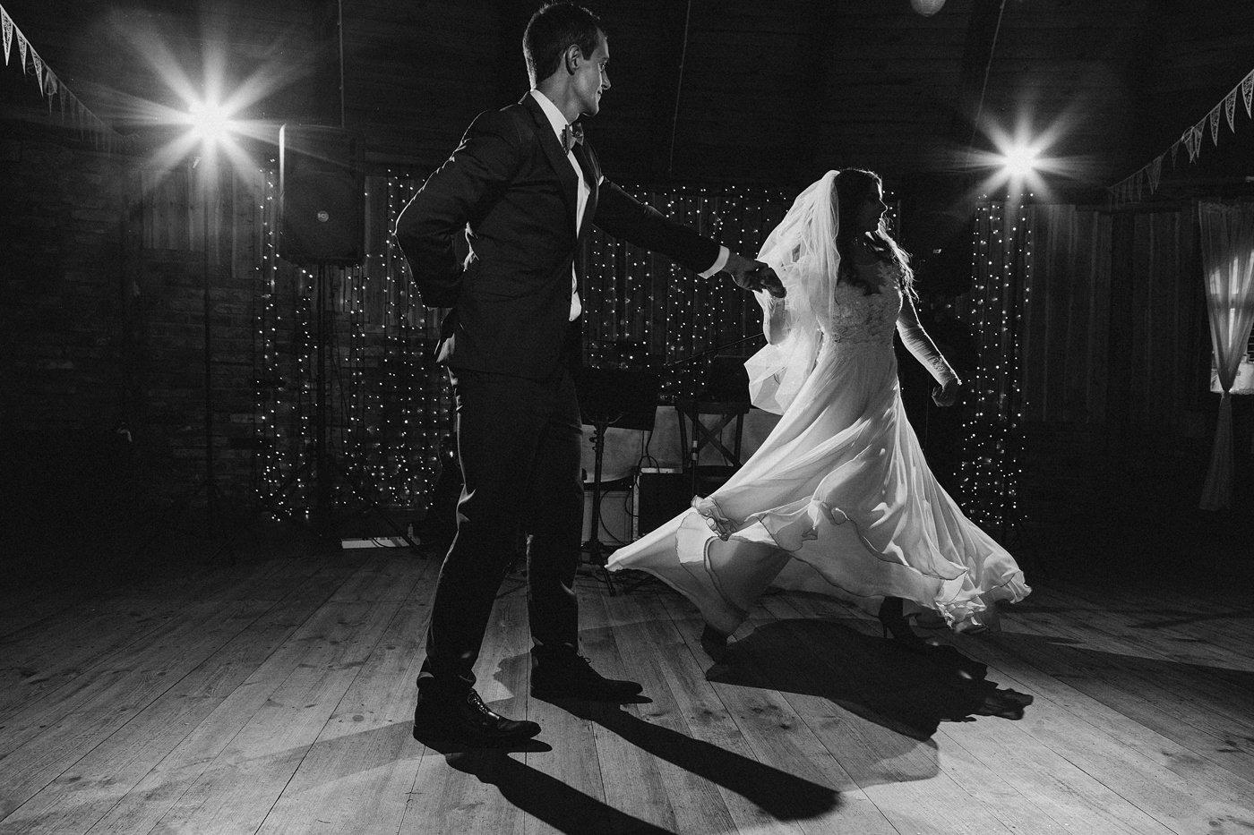 Julia & Piotr - kameralne wesele na Ranczo w Dolinie 82