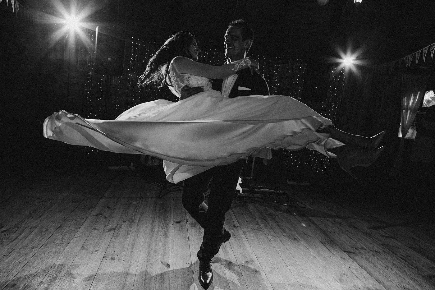 Julia & Piotr - kameralne wesele na Ranczo w Dolinie 85