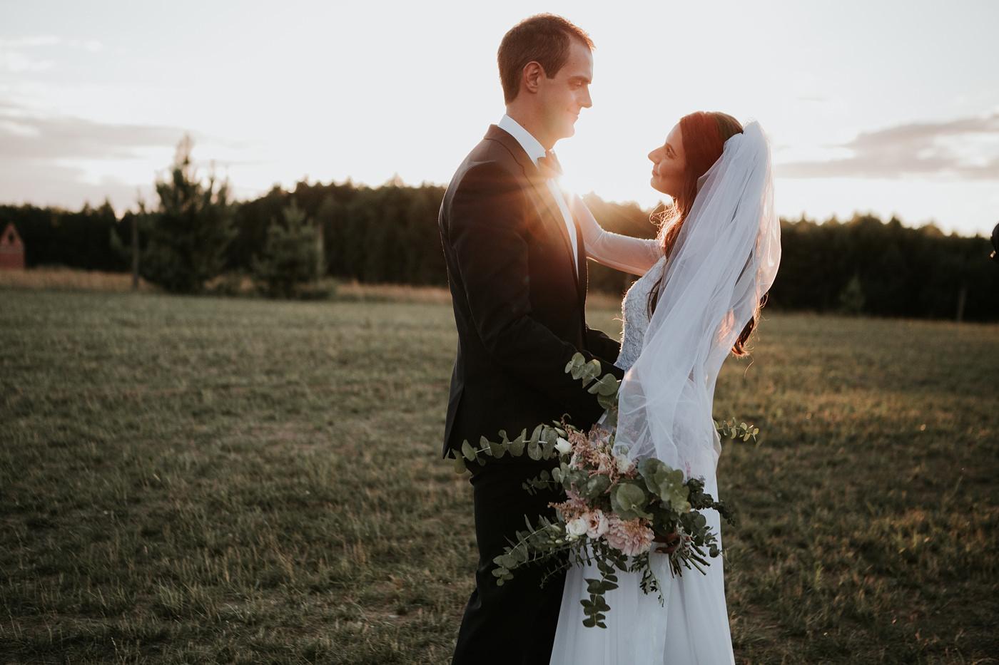Julia & Piotr - kameralne wesele na Ranczo w Dolinie 99