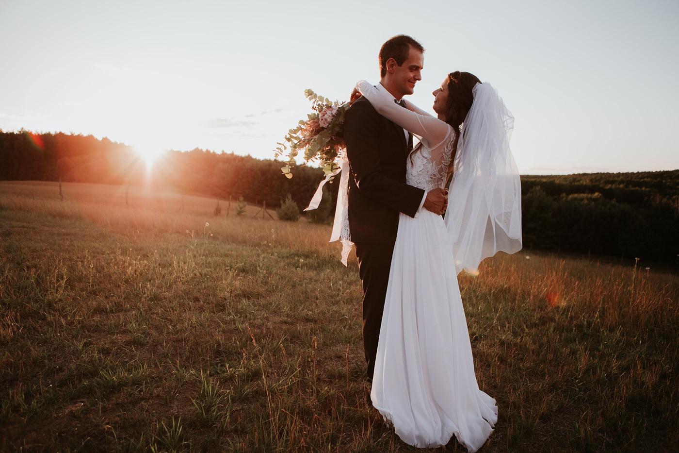 Julia & Piotr - kameralne wesele na Ranczo w Dolinie 105