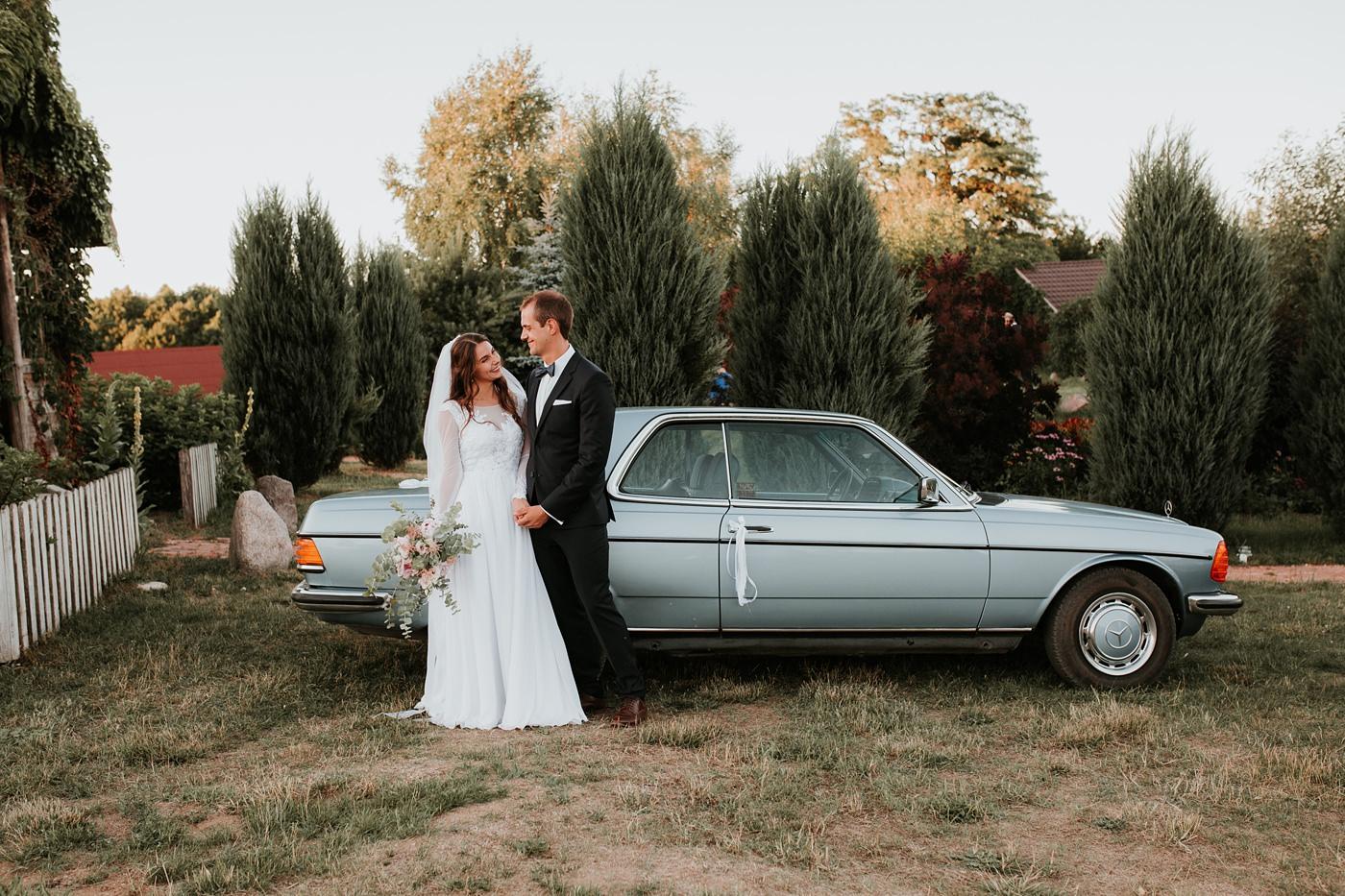 Julia & Piotr - kameralne wesele na Ranczo w Dolinie 108