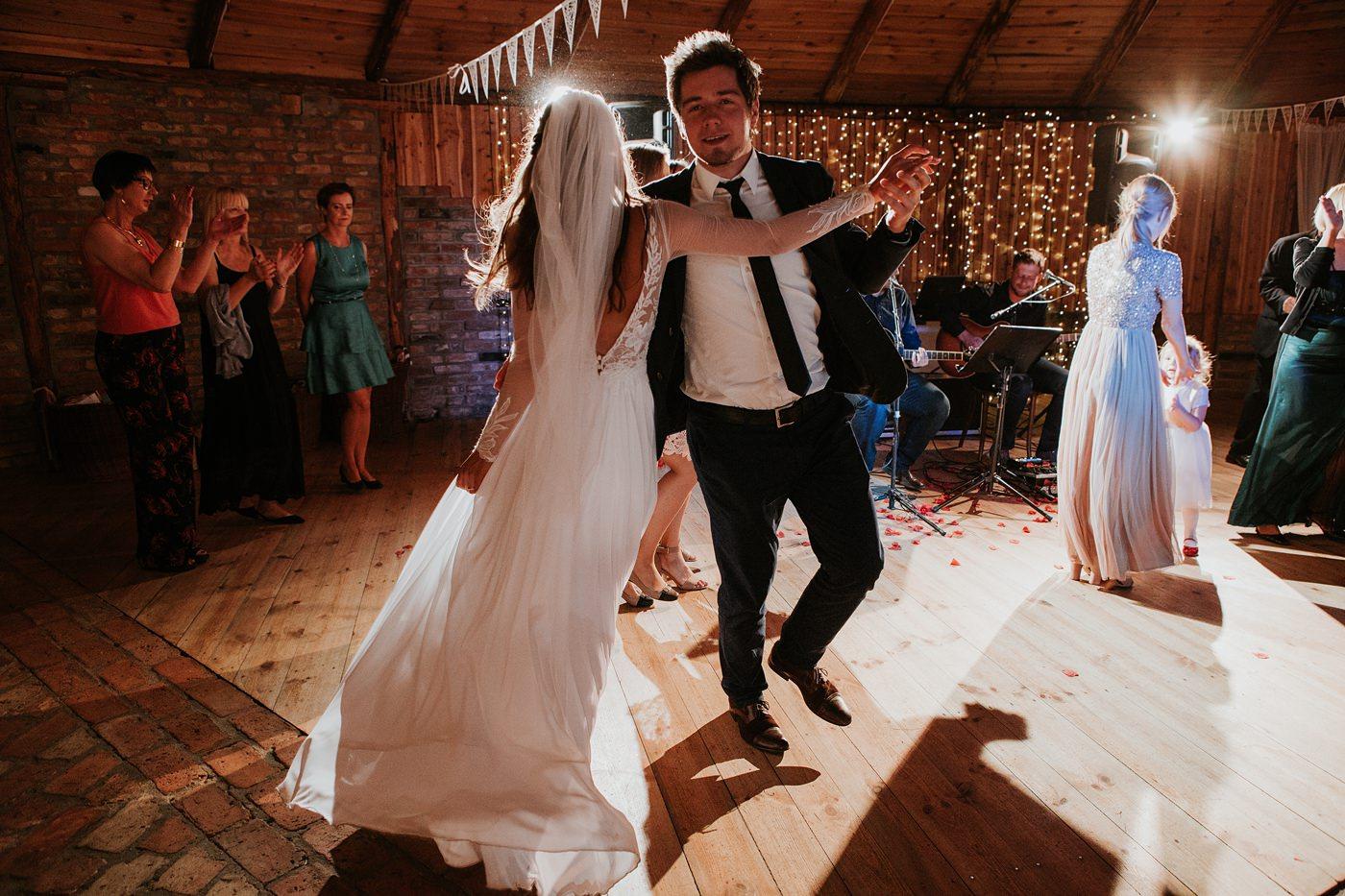 Julia & Piotr - kameralne wesele na Ranczo w Dolinie 122
