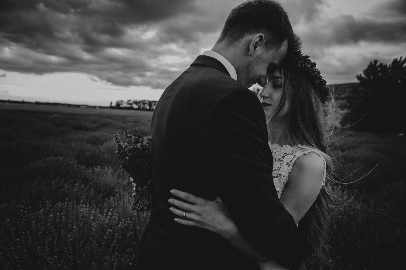 Anna i Marcin - Sesja Ślubna na Polu Lawendy 9