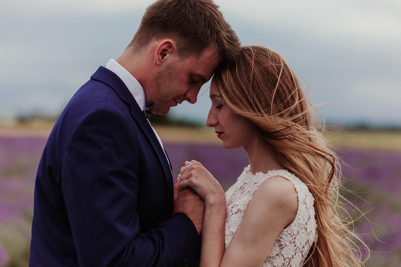 Anna i Marcin - Sesja Ślubna na Polu Lawendy 38