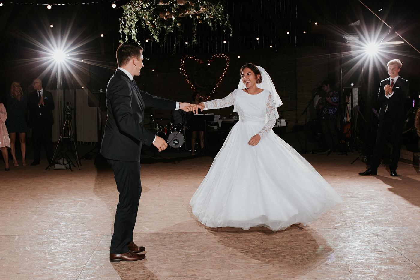 Dominika & Aleksander - Rustykalne wesele w stodole - Baborówko 107