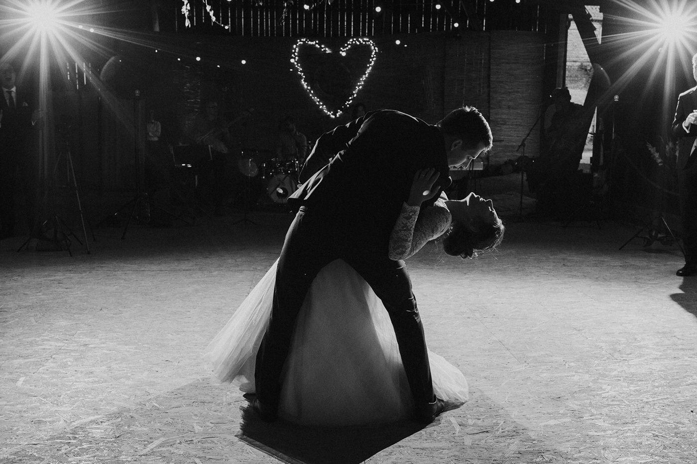 Dominika & Aleksander - Rustykalne wesele w stodole - Baborówko 110