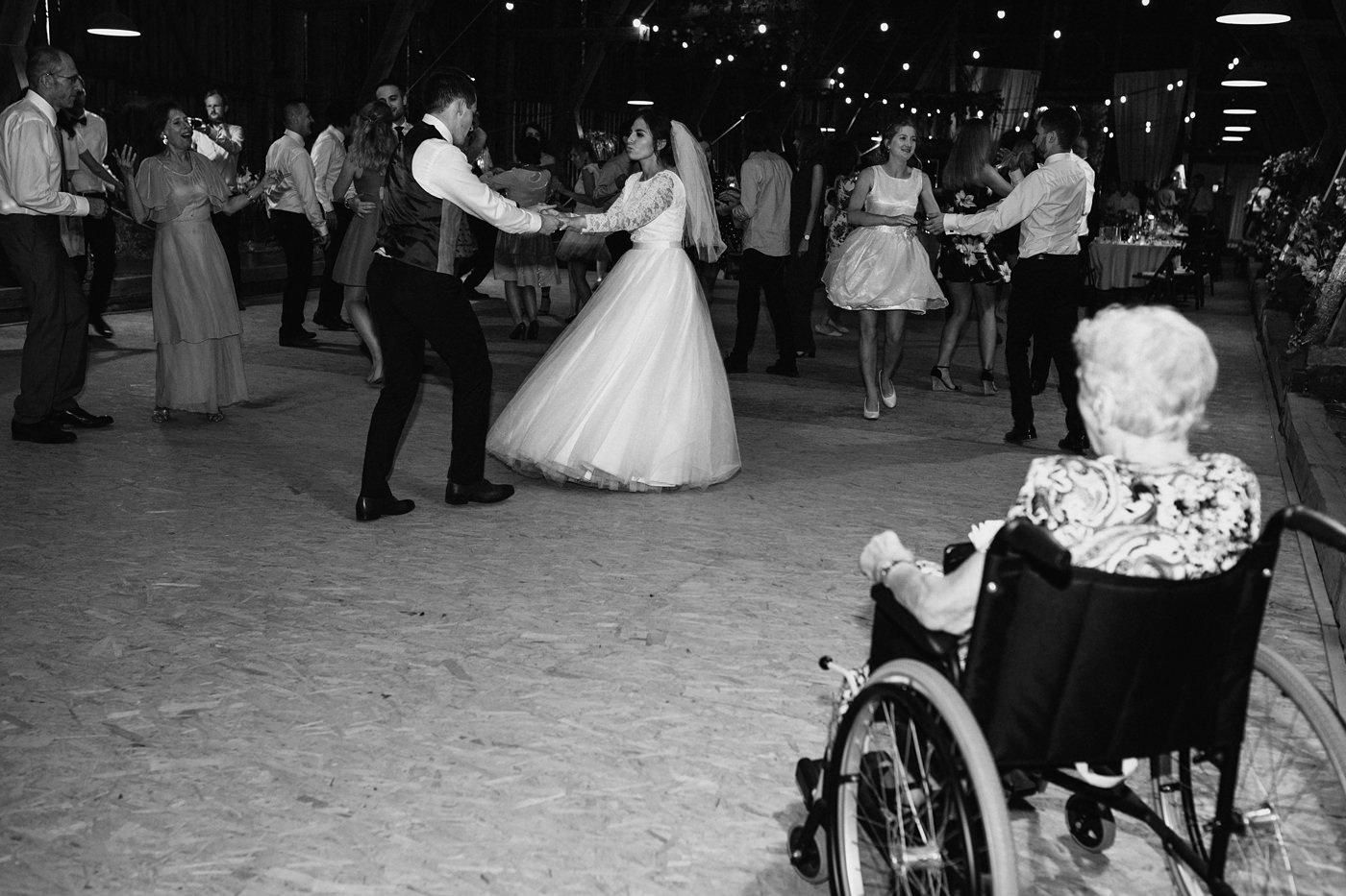 Dominika & Aleksander - Rustykalne wesele w stodole - Baborówko 111