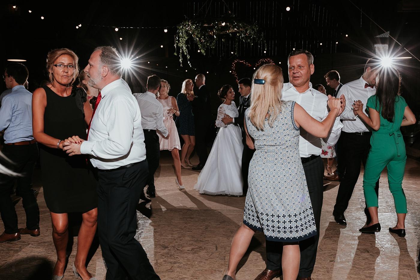 Dominika & Aleksander - Rustykalne wesele w stodole - Baborówko 112