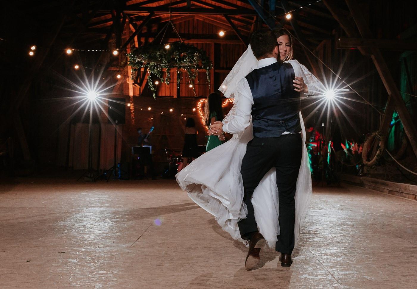 Dominika & Aleksander - Rustykalne wesele w stodole - Baborówko 123