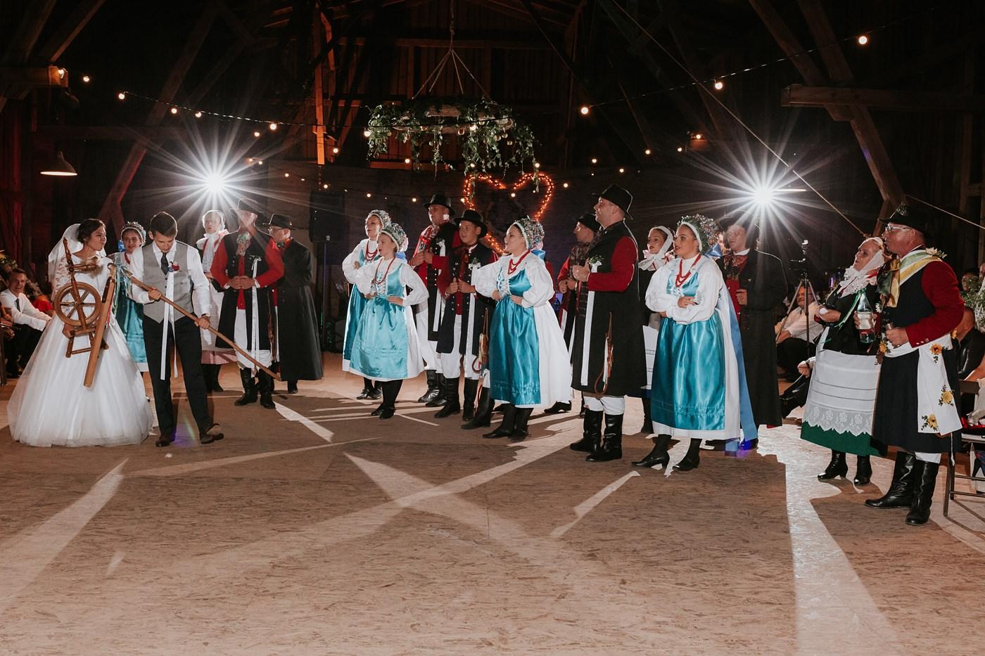 Dominika & Aleksander - Rustykalne wesele w stodole - Baborówko 128