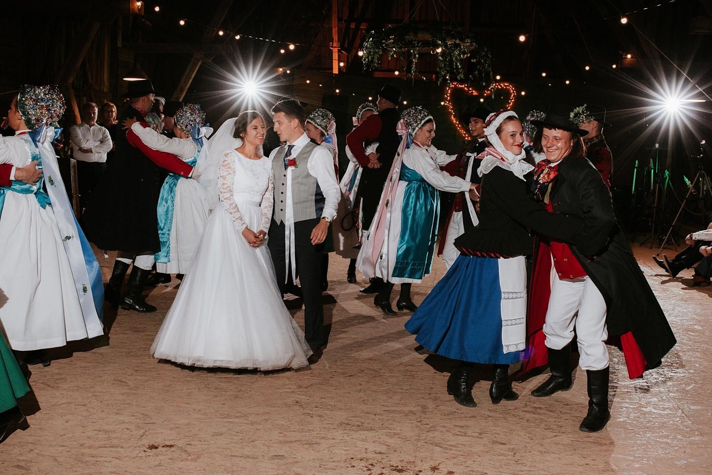 Dominika & Aleksander - Rustykalne wesele w stodole - Baborówko 132