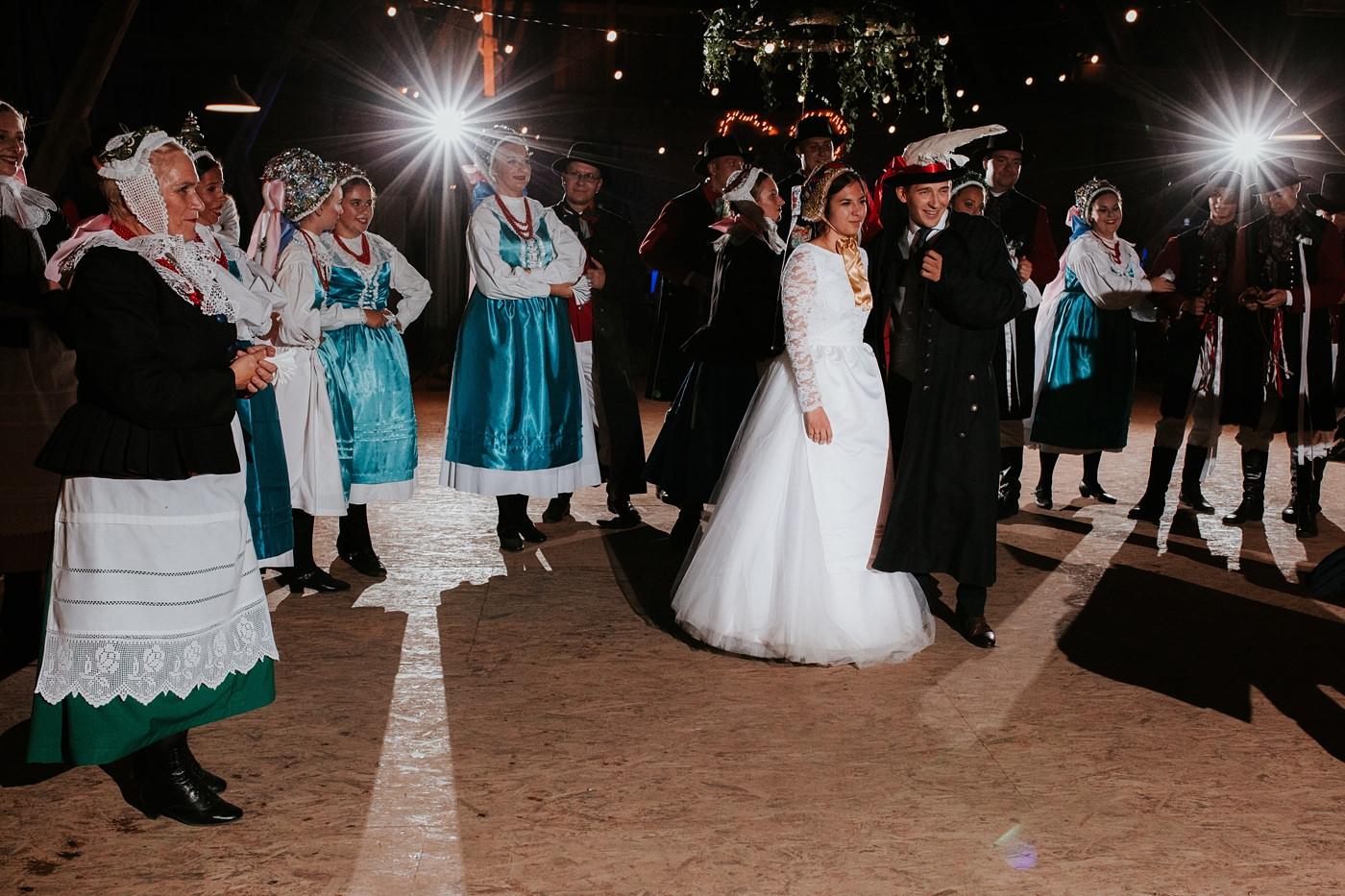 Dominika & Aleksander - Rustykalne wesele w stodole - Baborówko 142