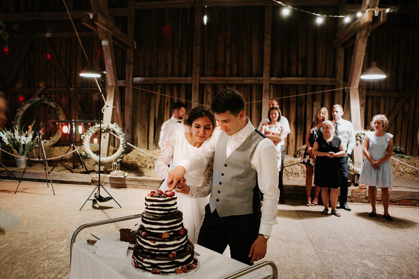 Dominika & Aleksander - Rustykalne wesele w stodole - Baborówko 149