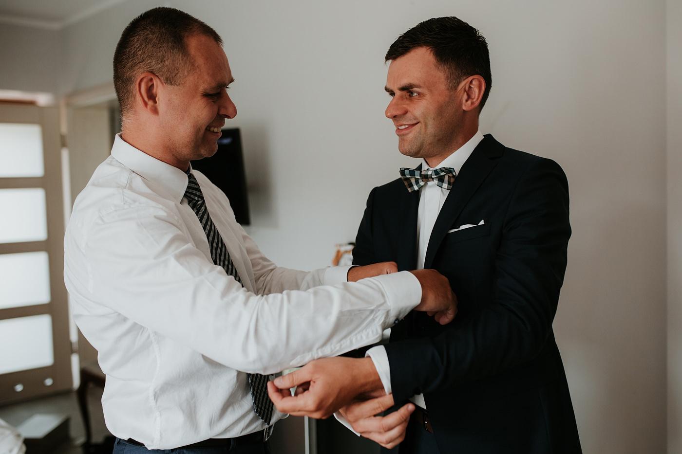 Anna & Wojtek - Ślub cywilny w plenerze - Barnówko w Sam Las 17