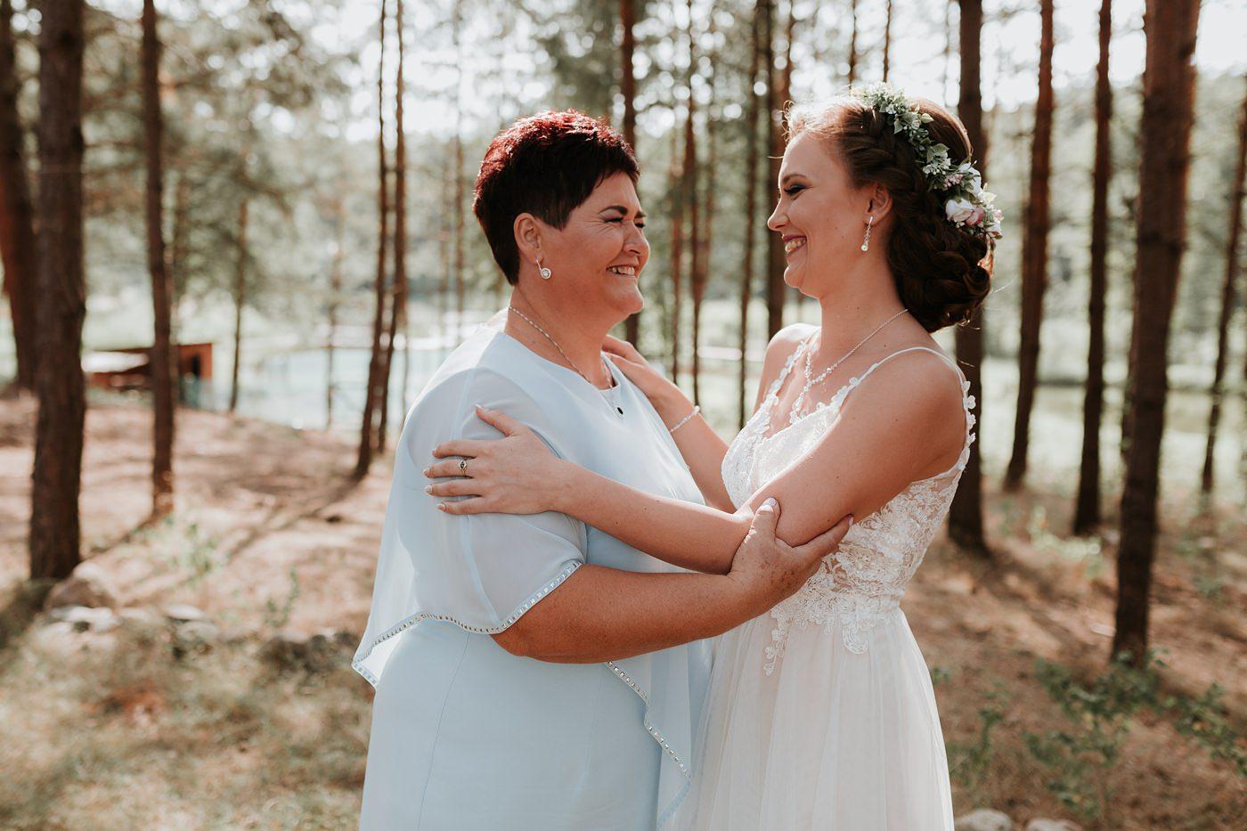 Anna & Wojtek - Ślub cywilny w plenerze - Barnówko w Sam Las 40