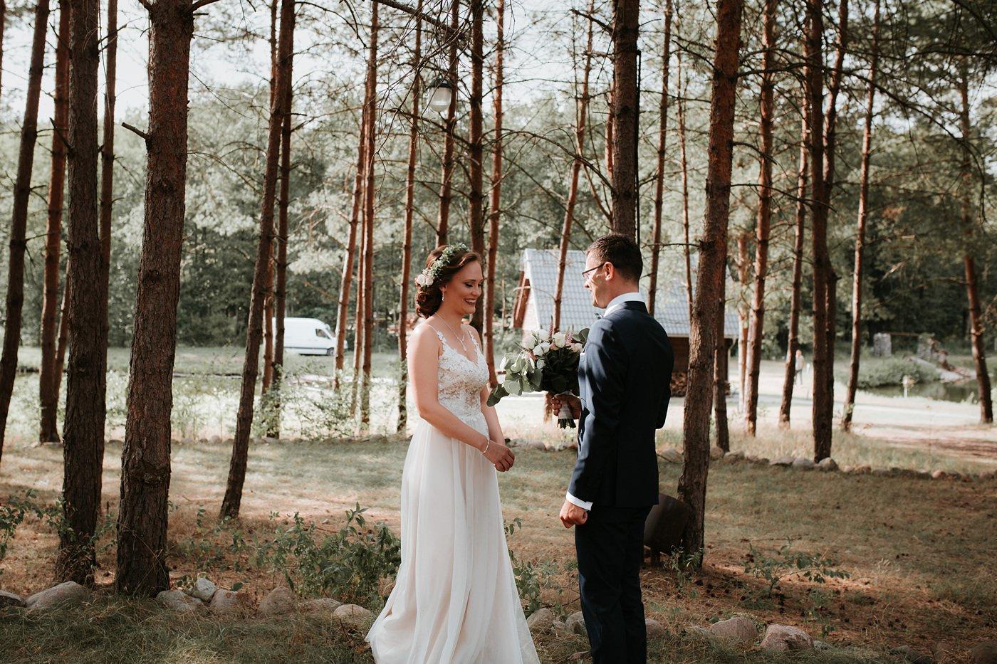 Anna & Wojtek - Ślub cywilny w plenerze - Barnówko w Sam Las 43