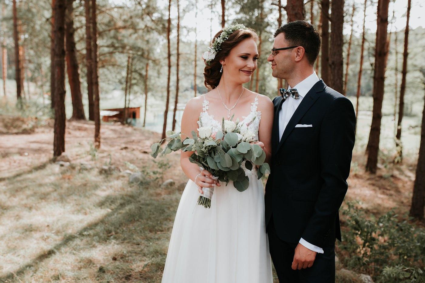 Anna & Wojtek - Ślub cywilny w plenerze - Barnówko w Sam Las 44