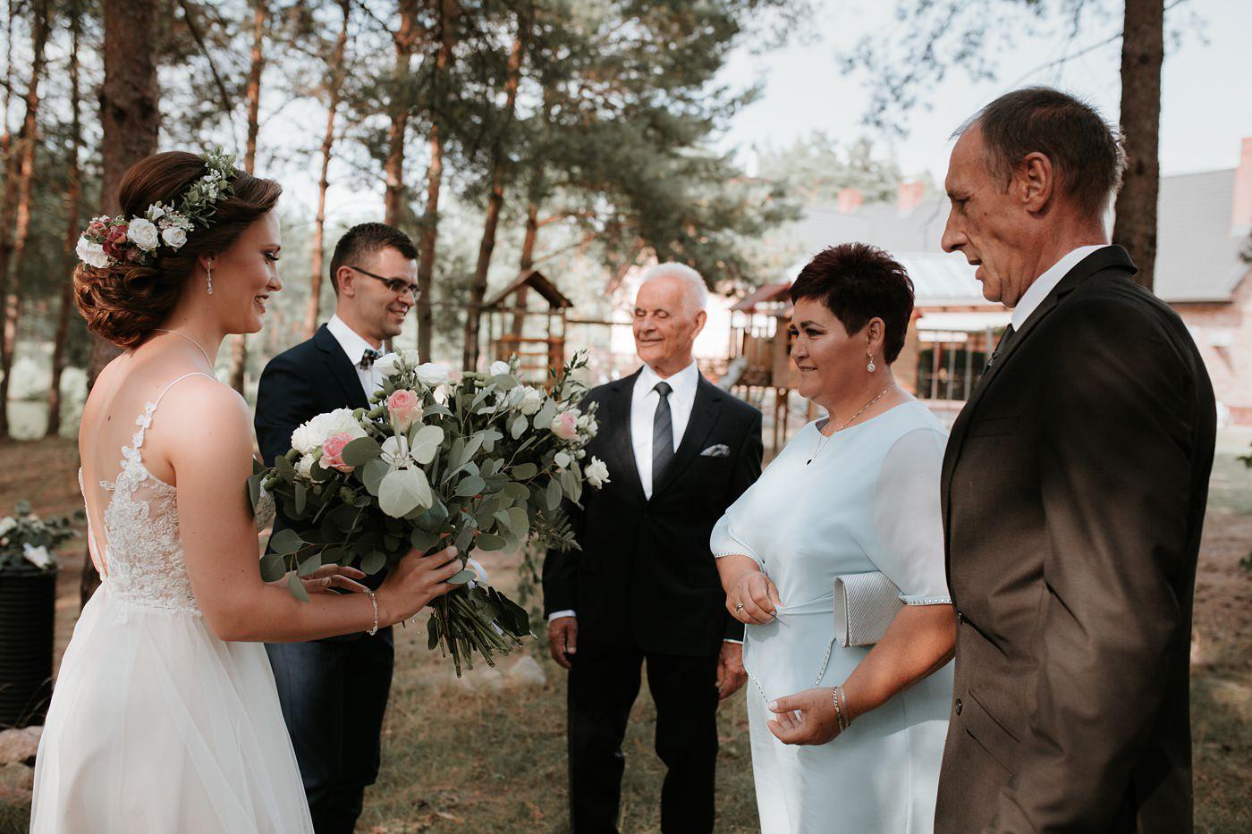 Anna & Wojtek - Ślub cywilny w plenerze - Barnówko w Sam Las 45