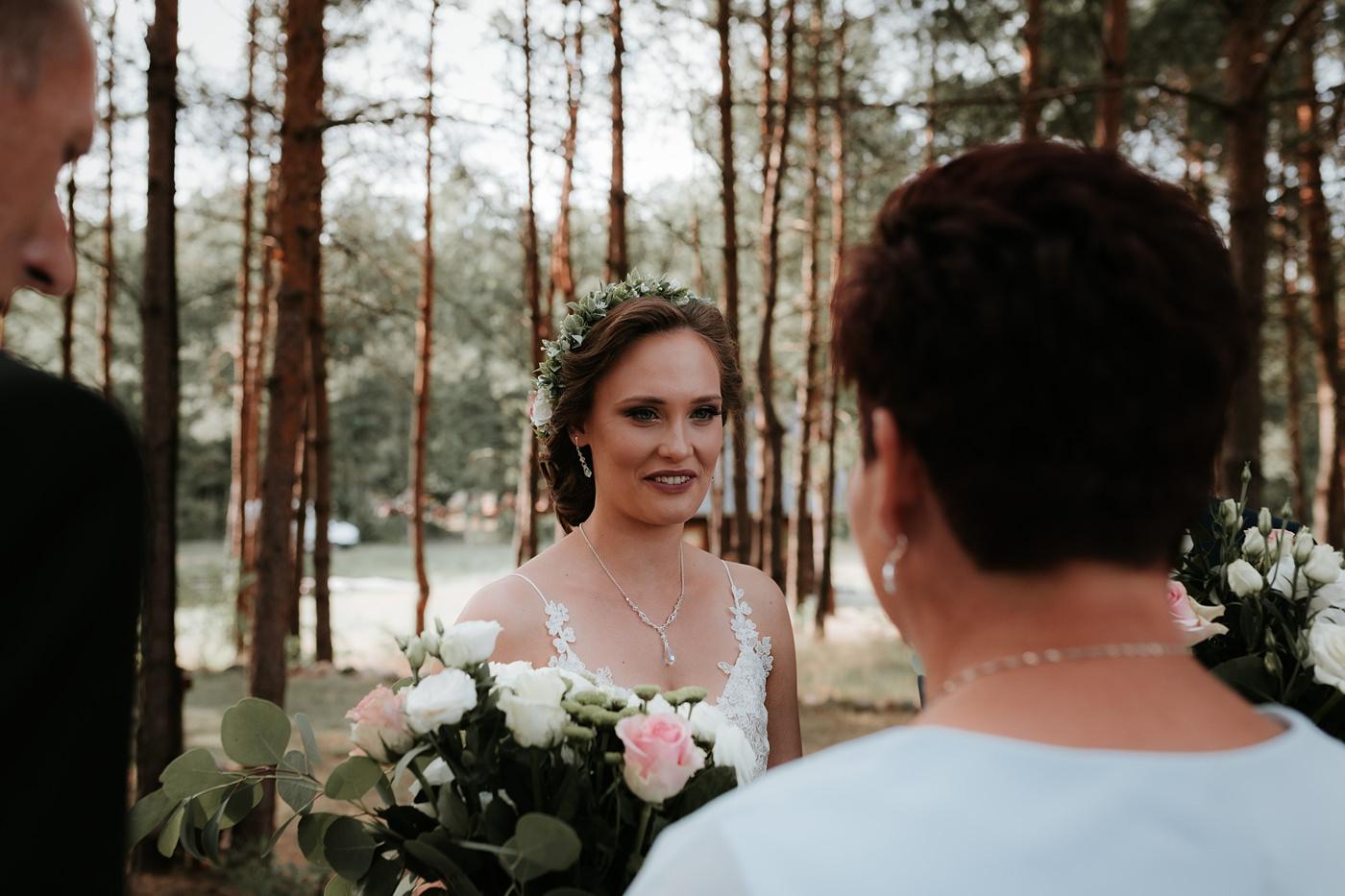 Anna & Wojtek - Ślub cywilny w plenerze - Barnówko w Sam Las 46