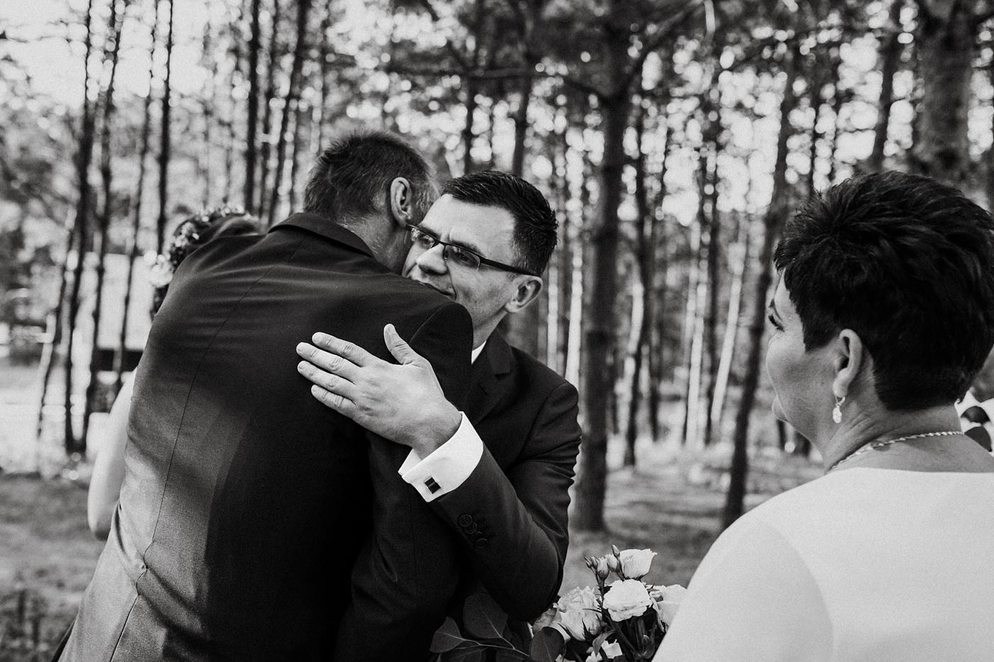 Anna & Wojtek - Ślub cywilny w plenerze - Barnówko w Sam Las 47