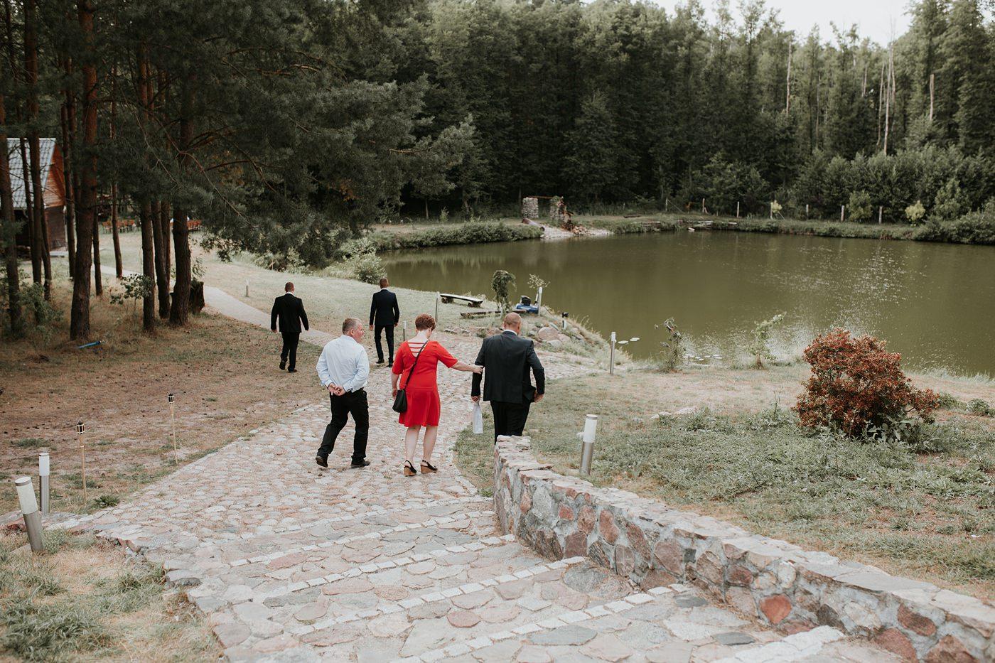 Anna & Wojtek - Ślub cywilny w plenerze - Barnówko w Sam Las 50