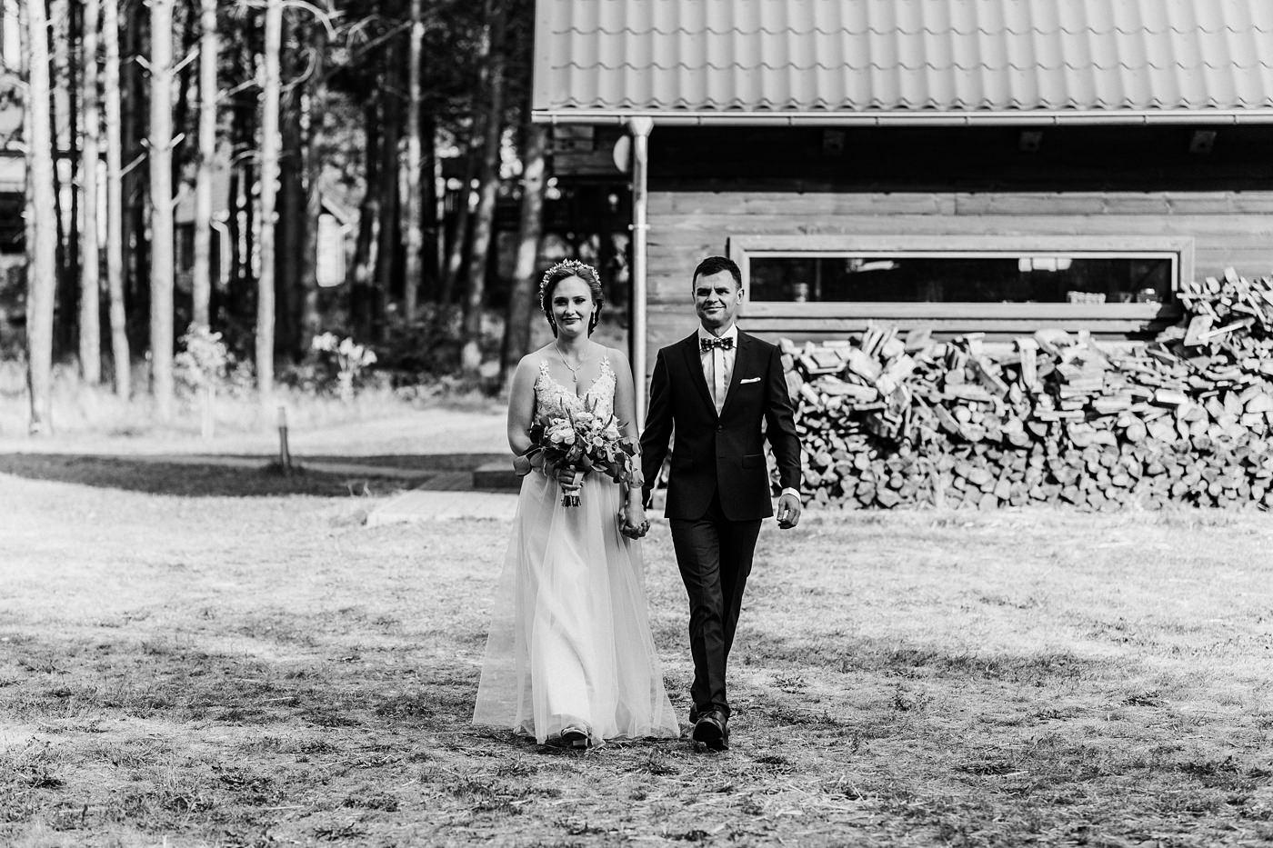 Anna & Wojtek - Ślub cywilny w plenerze - Barnówko w Sam Las 54