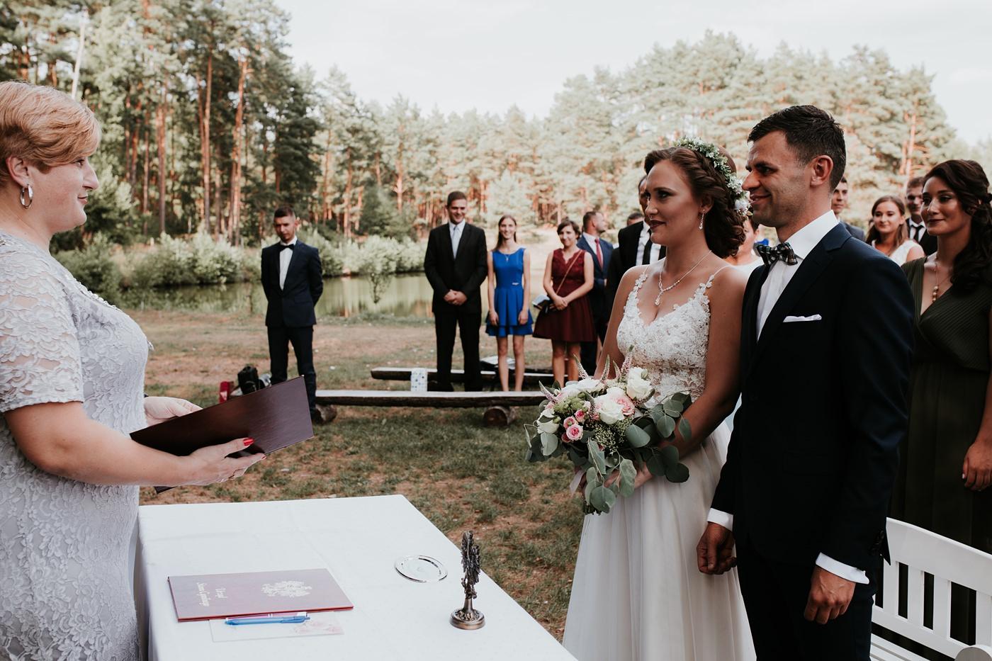 Anna & Wojtek - Ślub cywilny w plenerze - Barnówko w Sam Las 55