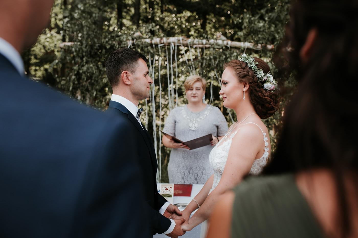 Anna & Wojtek - Ślub cywilny w plenerze - Barnówko w Sam Las 62