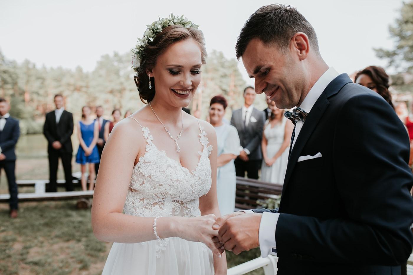 Anna & Wojtek - Ślub cywilny w plenerze - Barnówko w Sam Las 65