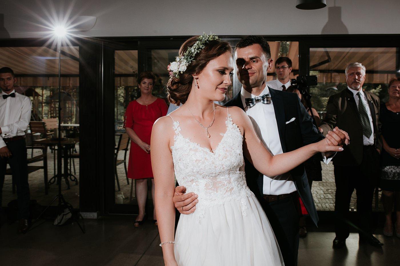 Anna & Wojtek - Ślub cywilny w plenerze - Barnówko w Sam Las 77