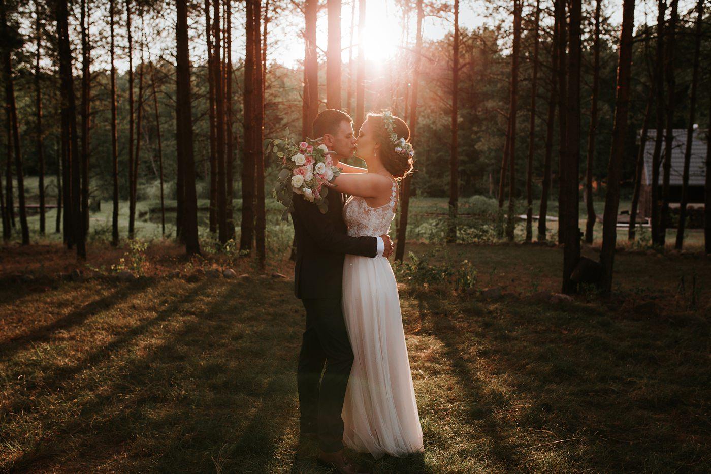 Anna & Wojtek - Ślub cywilny w plenerze - Barnówko w Sam Las 83